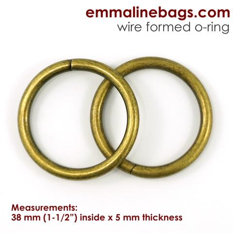 Emmaline Bags Thick O-Rings 1-1/2″ in Antique Brass | Sew Hot